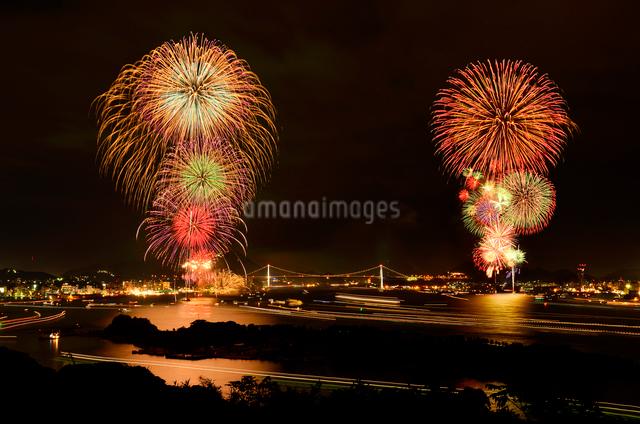 海峡花火大会 (関門海峡花火大会)の写真素材 [FYI01601033]