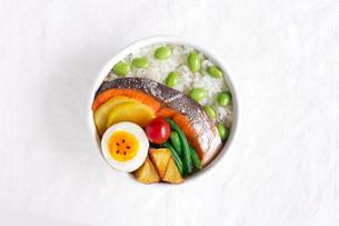 鮭弁当の写真素材 [FYI01601087]