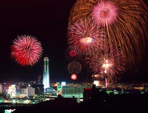 関門海峡花火大会の写真素材 [FYI01601104]