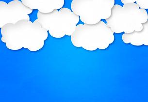 青い紙にたくさんの白い雲の写真素材 [FYI01601110]