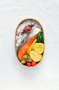 鮭弁当の写真素材 [FYI01601114]
