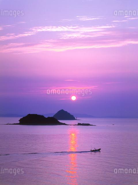 長府 満珠干珠の朝日の写真素材 [FYI01601139]