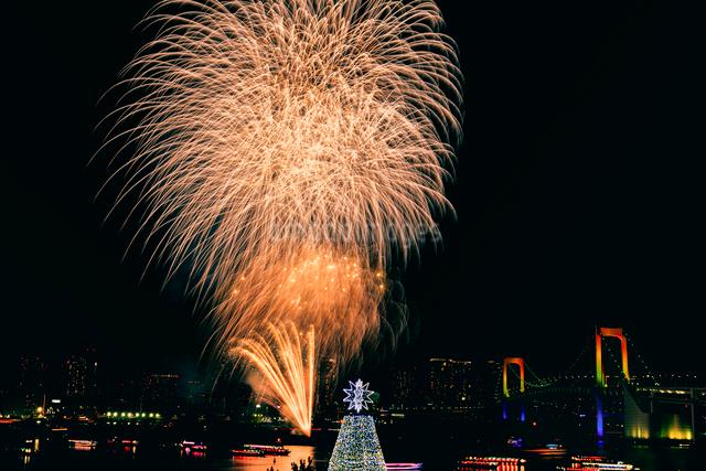 お台場冬の花火の写真素材 [FYI01601165]