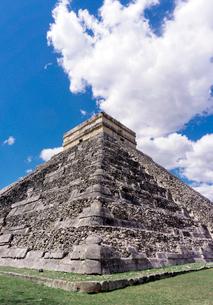 チチェンイッツァククルカンのピラミッドの写真素材 [FYI01601293]