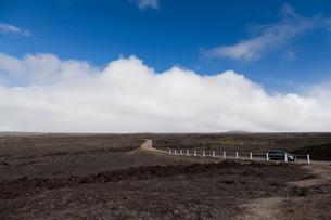 ハワイ島 キラウエア火山のチェーンオブクレーターズロードの写真素材 [FYI01601645]