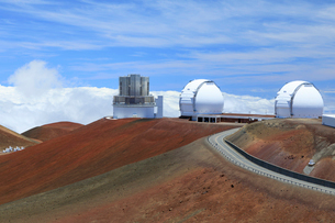 マウナケア山頂の天文台の写真素材 [FYI01601670]