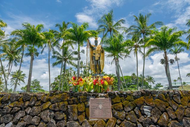 ハワイ島ヒロのカメハメハ大王像の写真素材 [FYI01601889]