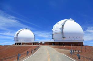 ハワイ島マウナケア山頂のケック天文台の写真素材 [FYI01601918]