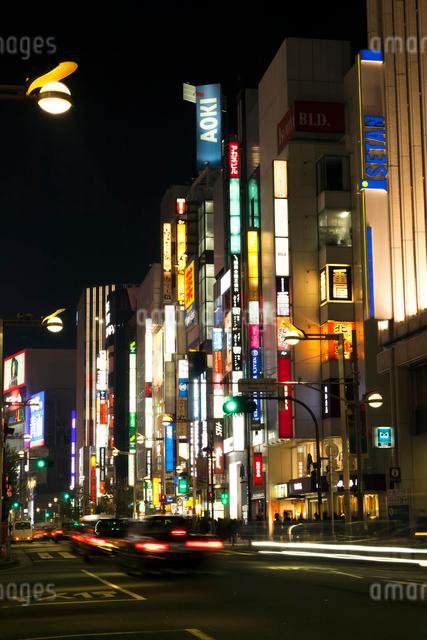 新宿三丁目,夜景の写真素材 [FYI01601975]