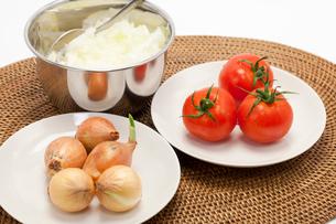 トマトとペコロスと刻んだ玉ねぎの写真素材 [FYI01602092]