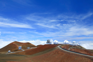 マウナケア山頂の天文台の写真素材 [FYI01602225]
