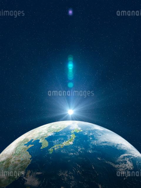 日本を中心とした地球北半球に陽が差すのイラスト素材 [FYI01602438]