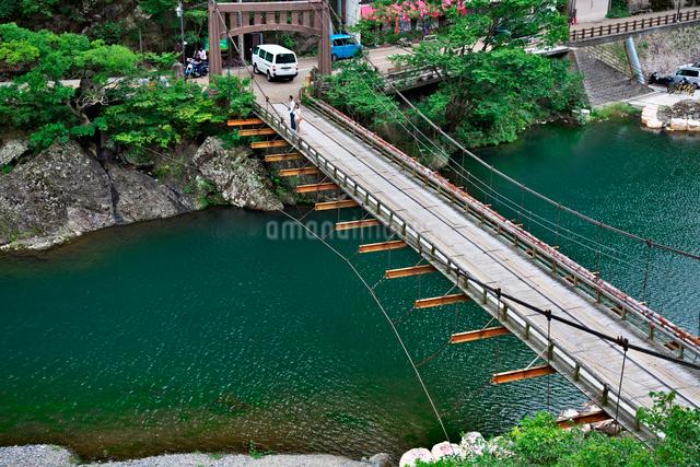 湯原温泉郷の寄りそい橋の写真素材 [FYI01602785]