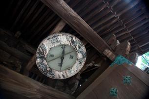 柳谷観音立願山楊谷寺山門の方位磁石の写真素材 [FYI01602821]
