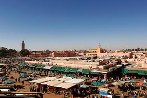 モロッコ マラケシュの旧市街 フナ広場の写真素材 [FYI01603139]