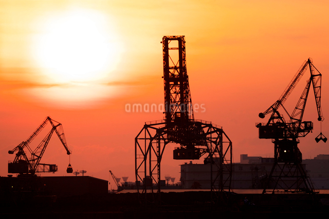 南港の夕焼けの写真素材 [FYI01603163]
