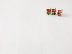 家のおもちゃと白の布の写真素材 [FYI01603226]