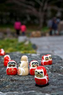 勝尾寺の勝ちダルマの写真素材 [FYI01603297]