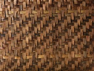 くるみの木の皮の編みの写真素材 [FYI01603298]