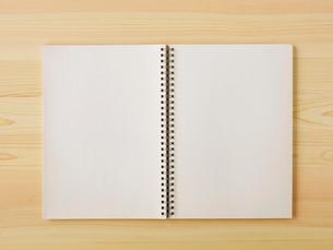 ノートと机の写真素材 [FYI01603490]