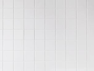 100mm角の白いタイルの写真素材 [FYI01603579]