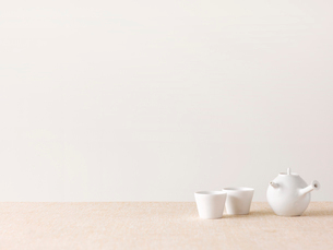 お茶とティーポットの写真素材 [FYI01603789]