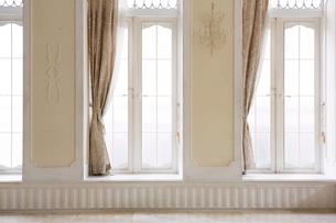 窓とカーテンの写真素材 [FYI01603904]