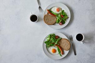 朝食とコーヒーの写真素材 [FYI01604070]