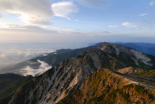 朝の杓子岳と鑓ヶ岳の写真素材 [FYI01604209]