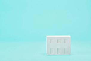 白い建物のオブジェ クラフトの写真素材 [FYI01604431]