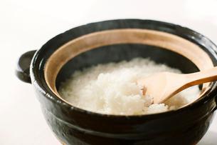 土鍋と白米の写真素材 [FYI01604490]