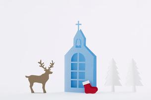 教会ともみの木と靴下とトナカイの写真素材 [FYI01604813]