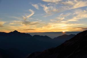 立山連峰と夕日の写真素材 [FYI01605027]