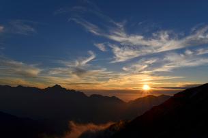 立山連峰と夕日の写真素材 [FYI01605133]