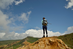 リュックを背おった山ガールの写真素材 [FYI01605153]