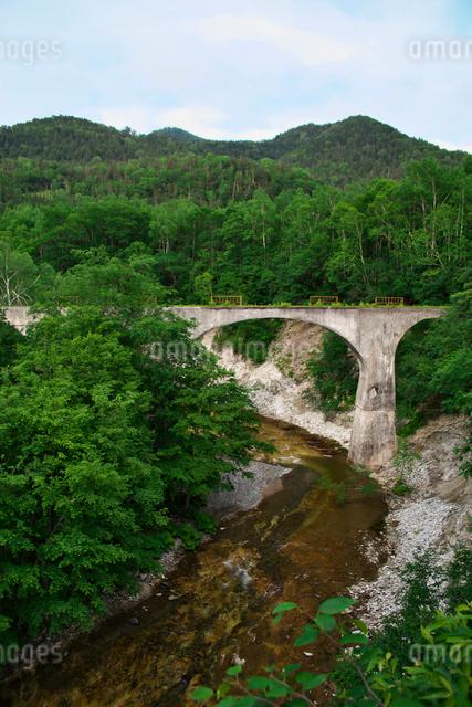 旧国鉄士幌線第五音更川橋梁の写真素材 [FYI01605199]