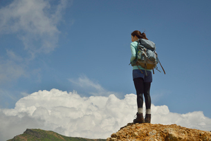 リュックを背おった山ガールの写真素材 [FYI01605695]