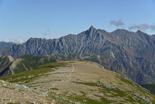 双六岳から見る槍ヶ岳の写真素材 [FYI01606058]
