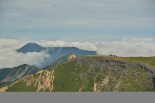 八ヶ岳の硫黄岳と蓼科山の写真素材 [FYI01606248]