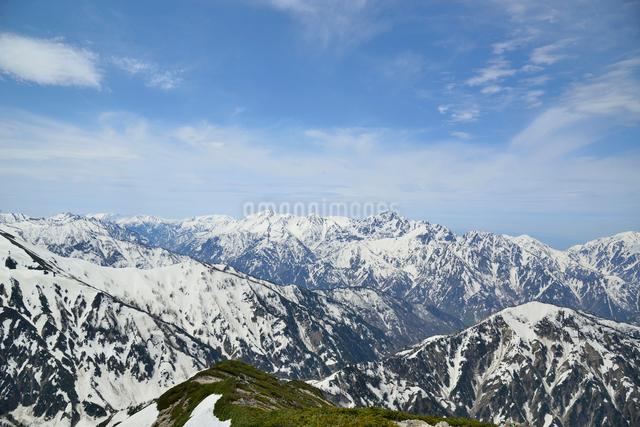 唐松岳から見える剱岳の写真素材 [FYI01606782]