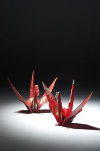 2つの折り鶴の写真素材 [FYI01607177]