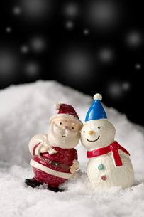 雪だるまとサンタクロースの写真素材 [FYI01607250]