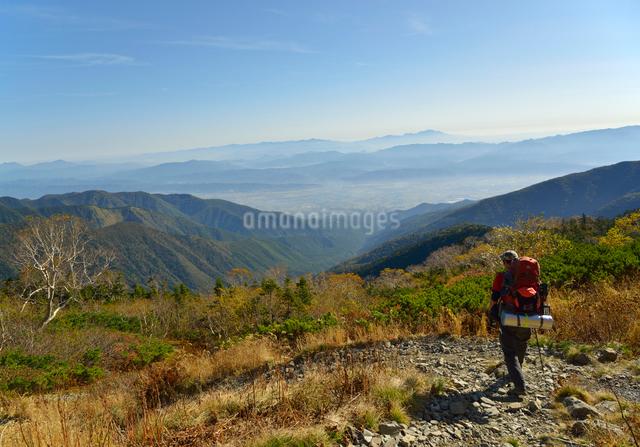 下山する登山者の写真素材 [FYI01607296]