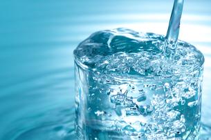 グラスと水の写真素材 [FYI01607318]