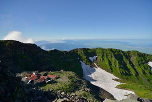 鳥海山の頂上小屋の写真素材 [FYI01607332]