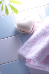 ハートの石鹸の写真素材 [FYI01607639]