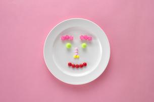 コンペイ糖とマーブルチョコとラムネの写真素材 [FYI01607701]