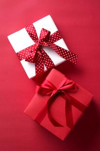 リボンのかかったプレゼントの写真素材 [FYI01607735]