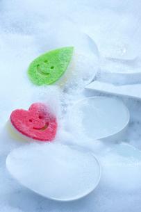 食器洗いとスポンジの写真素材 [FYI01607740]