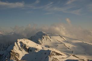 夕方の杓子岳と白馬鑓ヶ岳の写真素材 [FYI01607795]